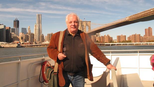 Javier Reverte, fotografiados en uno de los ferris de Nueva York