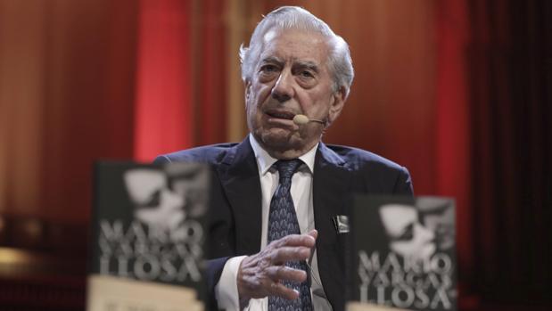 Mario Vargas Llosa, durante la presentación de «Cinco esquinas» en Berlín