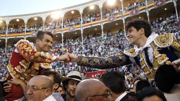 Manzanares y López Simón compartieron salida a hombros en la Corrida de Beneficencia