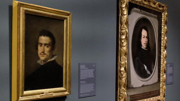 Autorretratos de Velázquez (a la izquierda) y Murillo cuelgan juntos en la muestra