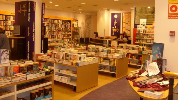 Entrada de la librería Cervantes, en Oviedo