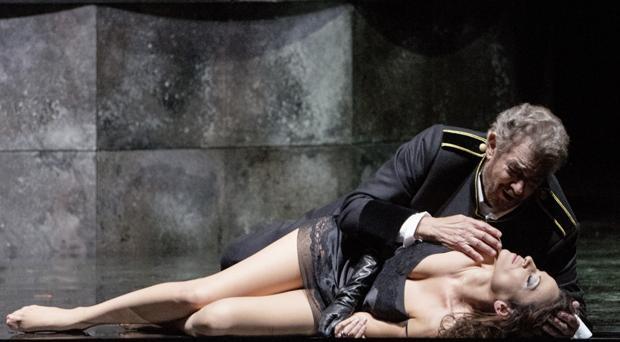 Plácido Domingo y Davinia Rodríguez triunfan en Viena con «MacBeth»