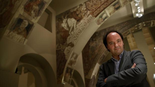 Pepe Serra, director del MNAC, en la sala donde se exhiben las pinturas de Sijena