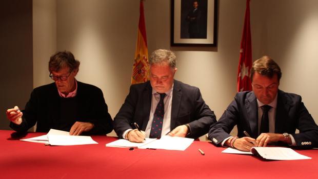 Simón Casas, Manuel Ángel Fernández y Rafael Garrido firman el contrato de explotación de Las Ventas