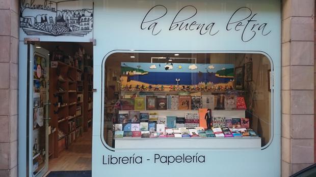 Entrada de la librería La Buena Letra, en Gijón