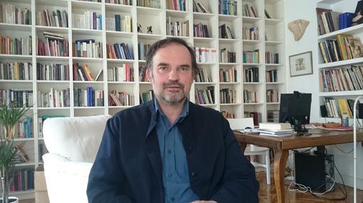 Javier Esteban en su estudio