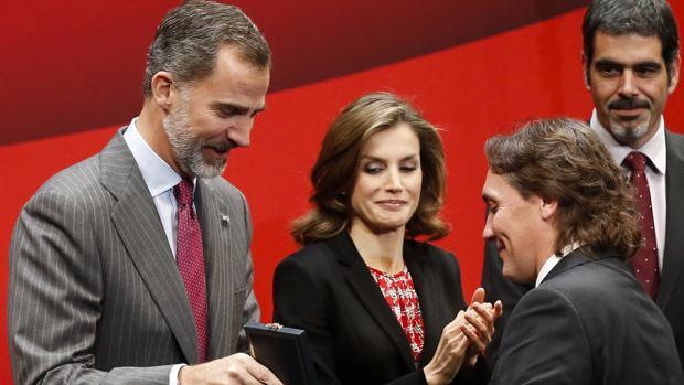 El Rey, en presencia de la Reina, entrega la Medalla de Oro de las Bellas Artes al guitarrista Vicente Amigo