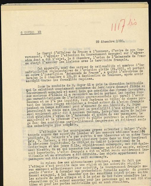 La nota de protesta del gobierno francés que se conserva en el Archivo de Cruz Roja de Ginebra. El avión atacante fue identificado como del bando republicano