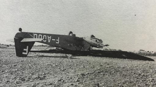 Así quedó el avión Potez-54 tras el aterrizaje de emergencia