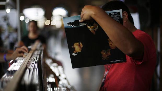 El vinilo supera en ventas a las descargas digitales en el Reino Unido