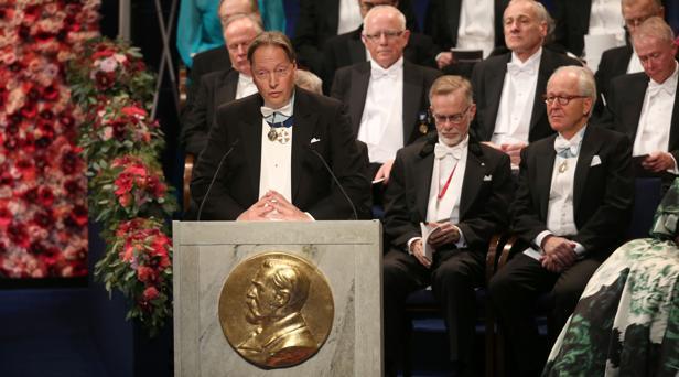 Horace Engdalh. miembro de la Academia de Suecia, fue el encargado de loar la figura de Dylan