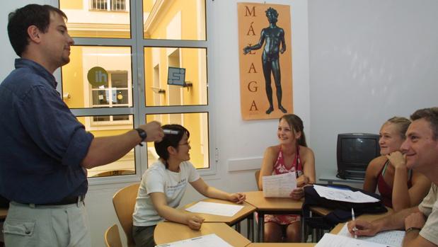 Imagen de archivo de varios estudiantes de español en Sevilla