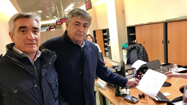 José Cutiño y Pablo Chopera, en el momento de presentar la solicitud