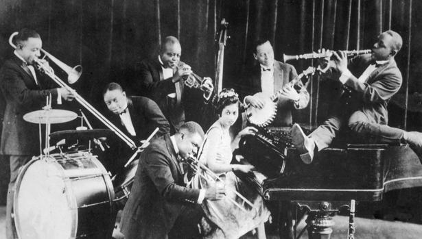 «La fractura» aborda miles de acontecimientos y personajes, como el nacimiento del «jazz» (arriba, la banda King Olivers Creole)