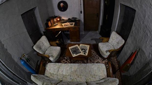 Maqueta a tamaño real de la oficina de Hitler en el búnker