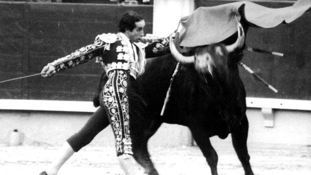 Julio Robles, en un pase de pecho en Las Ventas
