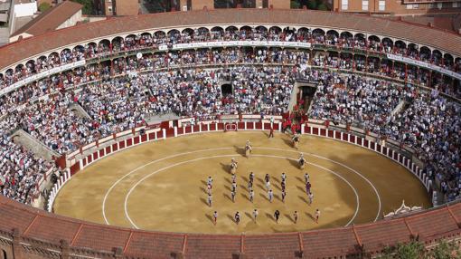 Lleno en Valladolid en la corrida homenaje a Barrio
