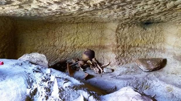 Las tumbas están excavadas en la roca cerca de Asuán