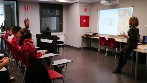 Cristina Sánchez, durante su charla a estudiantes de la ESO