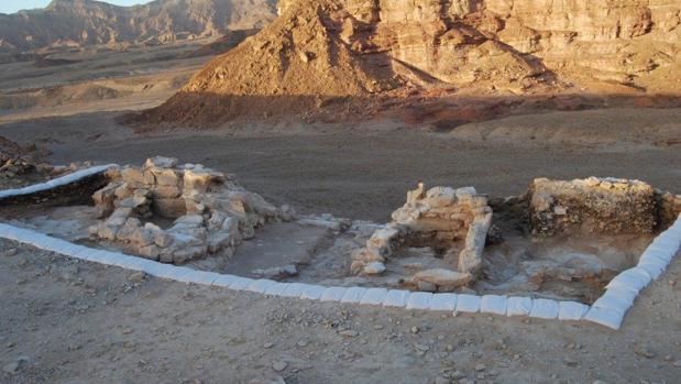 La fortificación está ubicada en uno de los mayores campos de fundición del valle de Timna