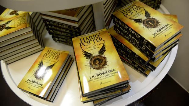 Salamandra lanzó una tirada inicial de 500.000 ejemplares de «Harry Potter y el legado maldito» en español