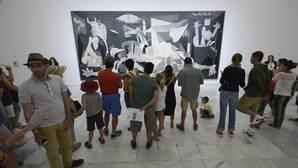 """Borja-Villel: «Sería un error histórico y social llevar el """"Guernica"""" al Prado»"""