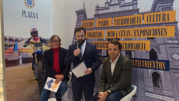 Simón Casas, Joserra Lozano y Rafael Garrido, en el stand de Fitur en Las Ventas