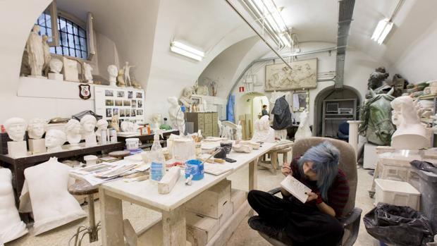El taller de vaciados, al igual que el de Calcografía Nacional, se mantienen en activo