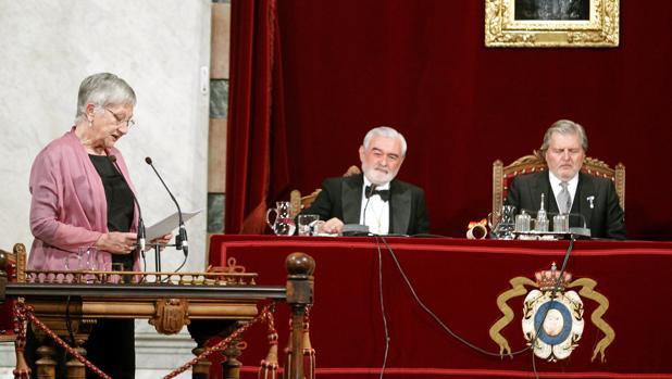 La nueva académica durante la lectura de su discurso