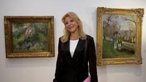 Carmen Thyssen con dos obras de su colección