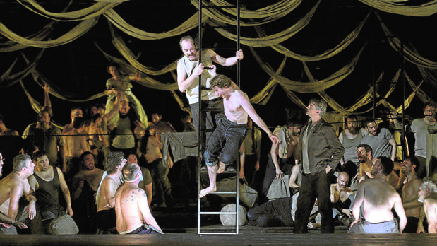 Escena de la ópera «Billy Budd»