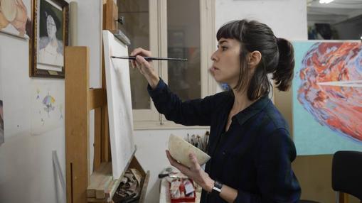 Carmen González de Castro da algunas pinceladasa una obra