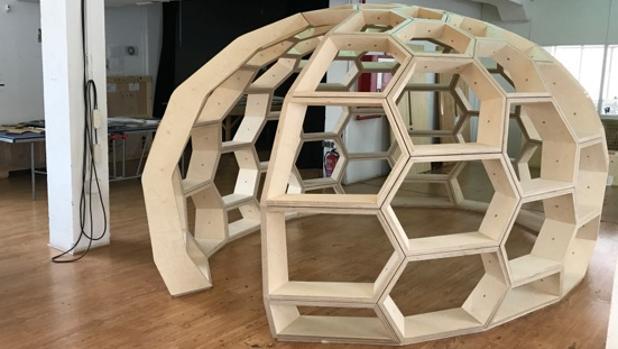«Domo hexagonal», de Los Carpinteros (galería Peter Kilchmann)