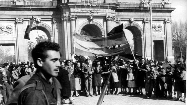 La Puerta de Alcalá de Madrid el día de la entrada de las tropas franquistas