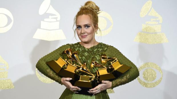 Davie Bowie resucita para reinar desde el más allá en otra gran noche de Adele