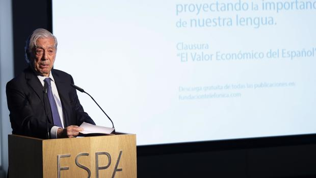 Mario Vargas Llosa, en el acto de clausura sobre el valor económico del español