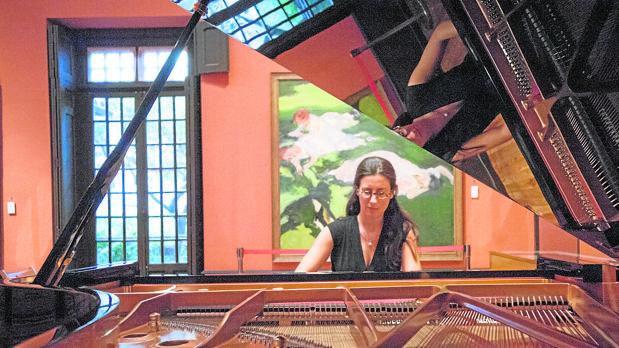 La pianista Marta Espinós, ensayando la obra de Jacinto Codina