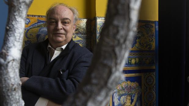 El escritor Enrique Vila-Matas, fotografiado poco antes de la entrevista en un hotel de Madrid