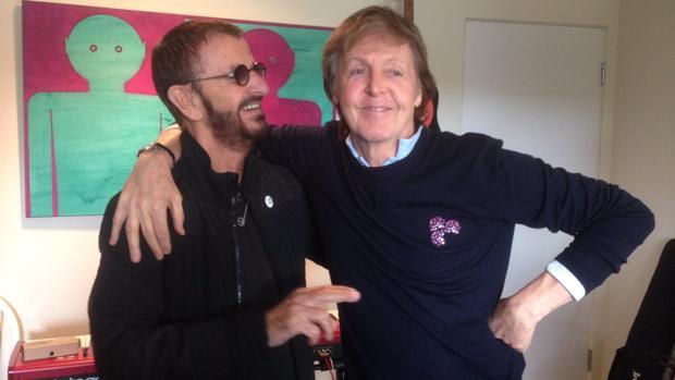 Ringo Starr y Paul McCartney, en el estudio de grabación