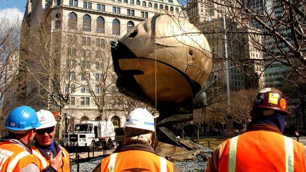 «La esfera», de Fritz Koenig, cuando fue ubicada en Battery Park como homenaje a las víctimas del 11-S