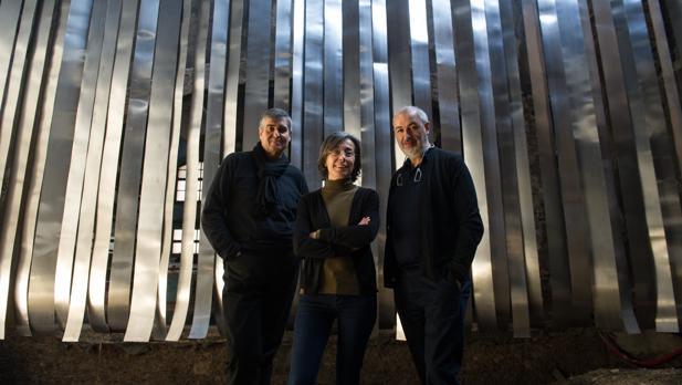 Rafael Aranda, Carme Pigem y Ramon Vilalta, en su estudio de Olot