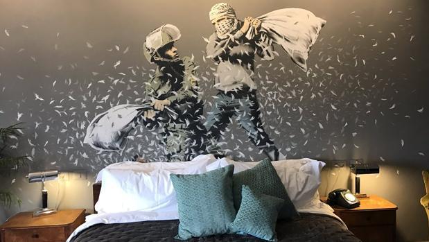 Banksy inaugura un hotel en Palestina