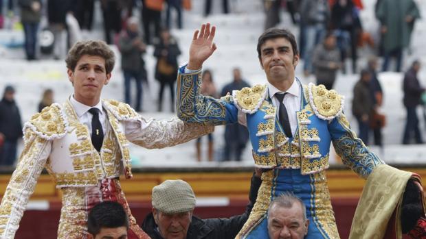 Ginés Marín y Miguel Ángel Perera salen a hombros