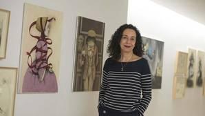 Ana Juan, en el Museo ABC junto a algunas de sus obras