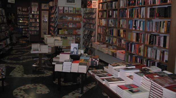 Interior de la librería Berkana, en Madrid