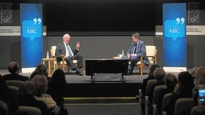 Vargas Llosa y Bieito Rubido, en un momento de la charla