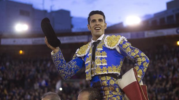 Alejandro Talavante sale a hombros