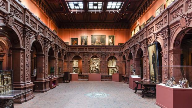 Sala principal de la Hispanic Society, con algunos de sus tesoros expuestos