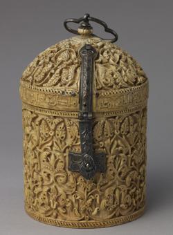 Pyxis de marfil hecho por el artista Khalaf, de 966