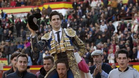 López Simón sale a hombros del coso